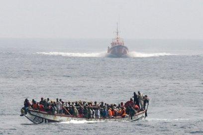 776450-53-personnes-bord-bateau-fortune